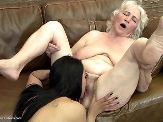 Grandmas display what a real girl/girl fuckfest should gander in the manner of easy carnal knowledge