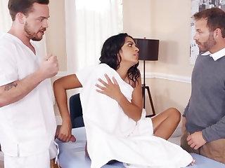 Latina wife jauntily fucks her big-dicked masseur