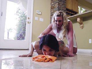 Mature lesbian Phoenix Marie gives Gina Valentina a lasting fingering