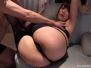 Cumshot on the round ass of Kashii Ria after a doggy style intrigue b passion