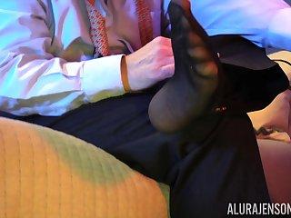 Bombshell mature blonde Alura Jenson pounded by a guy alongside pantyhose