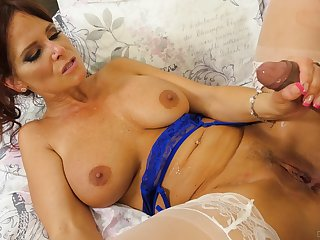 Wait for as mature lady Syren De Mer gets fucked balls deep in her cunt