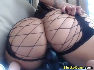 Fabulous busty babe fro a big butt masturbating on cam
